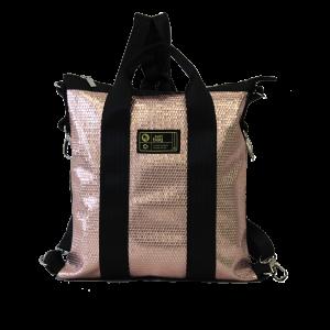 borsa in cinture di sicurezza e laminato oro rosa vista frontalmente