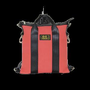 borsa in cinture di sicurezza e similpelle rossa vista frontalmente