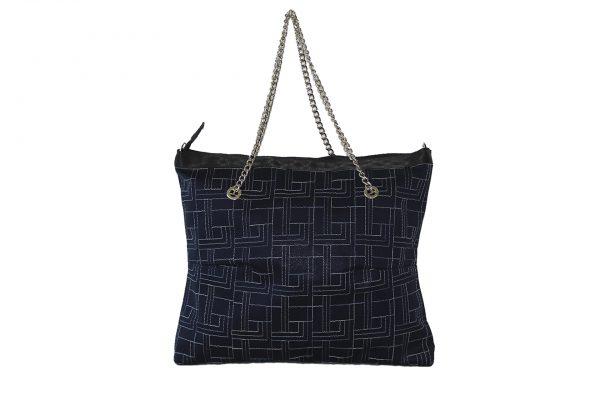 Shopping Chain blu con ricamo vista frontalmente