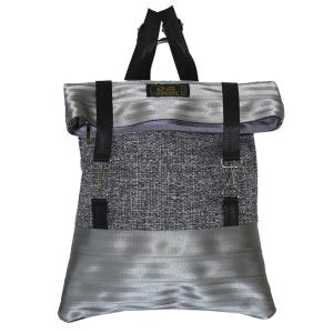 zaino in canvas grigio e cinture di sicurezza
