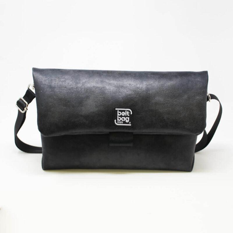 FLAP BG similpelle effetto vintage colore nero con chiusura in cintura nera FRONT