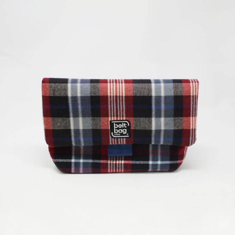 FLAP MD tartan azzurro-rosso-nero-bianco con chiusura in cintura azzurra FRONT