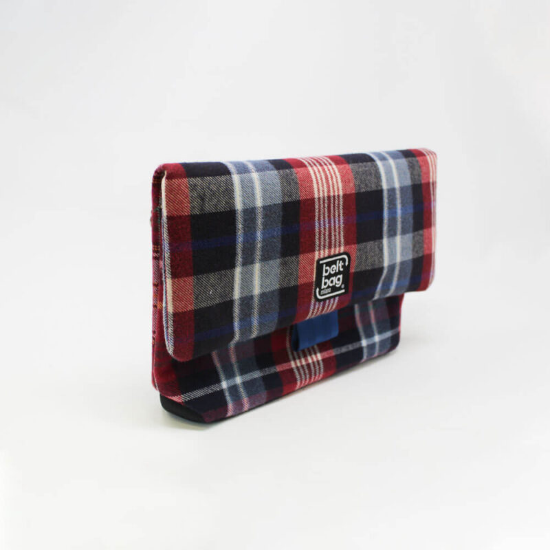 FLAP MD tartan azzurro-rosso-nero-bianco con chiusura in cintura azzurra LAT