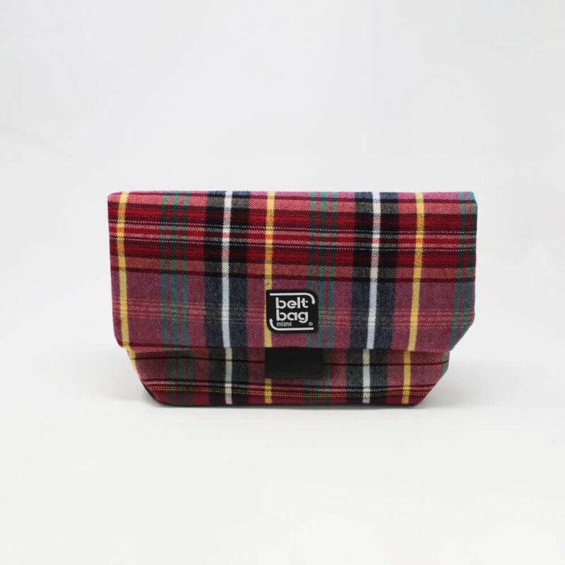 FLAP MD tartan rosso-verde-giallo-nero-bianco con chiusura in cintura nera FRONT