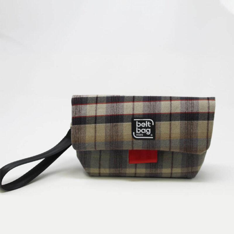 FLAP MN tartan beige-celeste-grigio scuro-righe rosse con chiusura in cintura rossa FRONT
